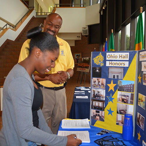At an FVSU Enroll Now Session, a student signs up for the Honors program.